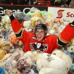 Calgary Hitmen's Pavel Padakin Celebrates Teddy Bear Toss [VIDEO]